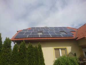 Solární panely s odklonem 10°na jihozápad.