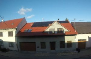 Náhled na střechu s FVE