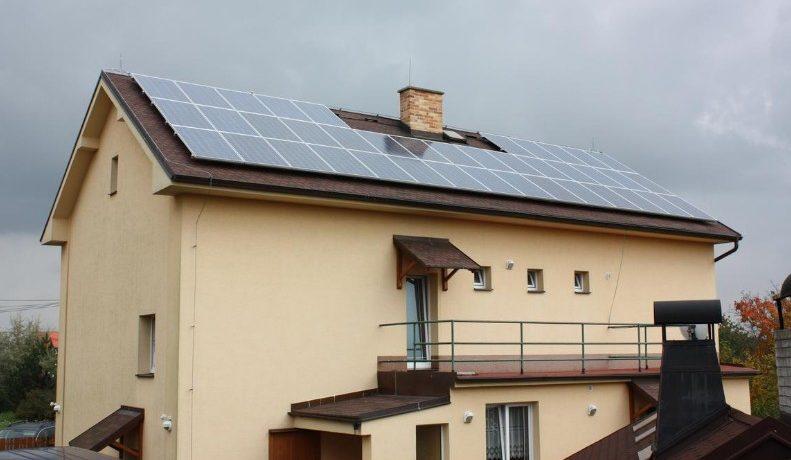rodinný dům se solárními panely